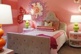 Flower-mural-perfectly-blends-pink-red-purple-and-green-in-this-compact-girls-bedroom - Copy