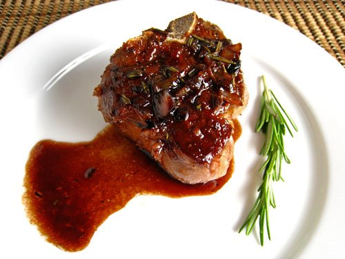 Lamb Chops with Pomegranate and Red Wine Sauce 500