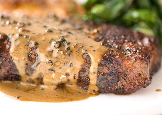 steak-with-creamy-peppercorn-sauce_7 (1)