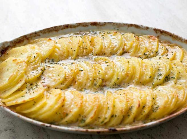 scalloped-potatoes-gruyere-horiz-a-1200